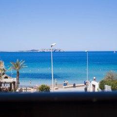 Отель Apartamentos Formentera I - Adults Only Испания, Сан-Антони-де-Портмань - отзывы, цены и фото номеров - забронировать отель Apartamentos Formentera I - Adults Only онлайн пляж фото 2