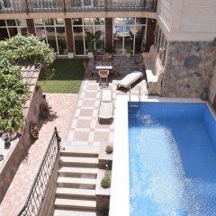 Отель East Legend Panorama бассейн