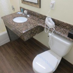 Отель Rodeway Inn & Suites LAX ванная фото 2