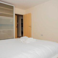 Отель 2 Bedroom Apartment Near Kings Cross Великобритания, Лондон - отзывы, цены и фото номеров - забронировать отель 2 Bedroom Apartment Near Kings Cross онлайн комната для гостей фото 4