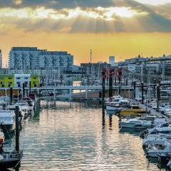 Отель Rethink Living - Luxury Brighton Marina фото 2