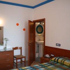 Отель Ravello Rooms Равелло сейф в номере
