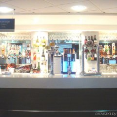 Отель Holiday Inn Express London Stansted гостиничный бар