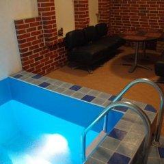 Отель Modern Castle бассейн