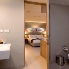Oakwood Hotel Journeyhub Phuket ванная фото 2
