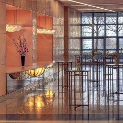 Отель Hilton Munich Airport Германия, Мюнхен - 7 отзывов об отеле, цены и фото номеров - забронировать отель Hilton Munich Airport онлайн интерьер отеля фото 3