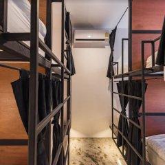 Отель Book a Bed Poshtel - Hostel Таиланд, Пхукет - отзывы, цены и фото номеров - забронировать отель Book a Bed Poshtel - Hostel онлайн фитнесс-зал фото 4