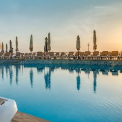 Отель AX ¦ Seashells Resort at Suncrest бассейн
