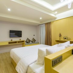 OneLoft Hotel сейф в номере