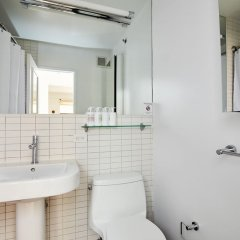 Отель Charming Midtown East Suites by Sonder ванная фото 2