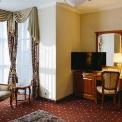 Гранд Отель Эмеральд 5* Улучшенный номер двуспальная кровать