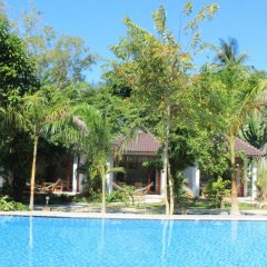 Отель Hoa Nhat Lan Bungalow бассейн