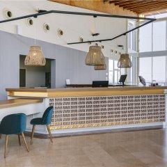 Отель Ambar Beach Испания, Эскинсо - отзывы, цены и фото номеров - забронировать отель Ambar Beach онлайн интерьер отеля