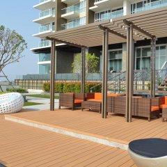 Отель Cetus Beachfront Condo By Pong Паттайя балкон
