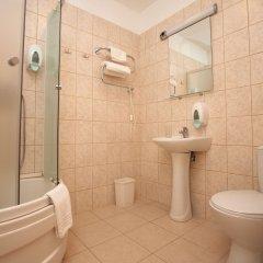 Отель Toss Hotel Латвия, Рига - 11 отзывов об отеле, цены и фото номеров - забронировать отель Toss Hotel онлайн ванная