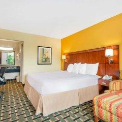 Отель Days Inn by Wyndham Knoxville East комната для гостей