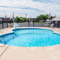 Отель Rodeway Inn & Suites Niagara Falls США, Ниагара-Фолс - отзывы, цены и фото номеров - забронировать отель Rodeway Inn & Suites Niagara Falls онлайн бассейн фото 2