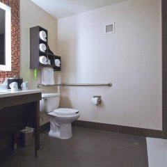 Отель Hampton Inn & Suites Columbus - Downtown США, Колумбус - отзывы, цены и фото номеров - забронировать отель Hampton Inn & Suites Columbus - Downtown онлайн ванная