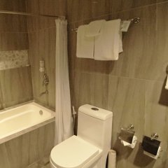 Отель Best Western Hotel La Corona Manila Филиппины, Манила - 2 отзыва об отеле, цены и фото номеров - забронировать отель Best Western Hotel La Corona Manila онлайн ванная