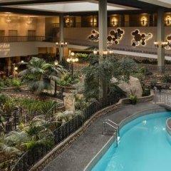 Отель Saskatoon Inn бассейн