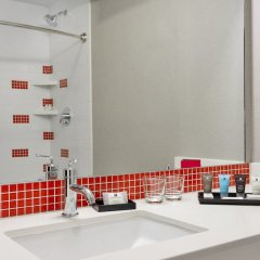 Отель Crowne Plaza JFK Airport США, Нью-Йорк - отзывы, цены и фото номеров - забронировать отель Crowne Plaza JFK Airport онлайн ванная