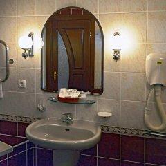 Гостиница Салют Отель Украина, Киев - 7 отзывов об отеле, цены и фото номеров - забронировать гостиницу Салют Отель онлайн ванная