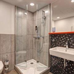 Отель MEININGER Hotel Munich Olympiapark Германия, Мюнхен - отзывы, цены и фото номеров - забронировать отель MEININGER Hotel Munich Olympiapark онлайн ванная