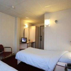 Отель Botel сейф в номере