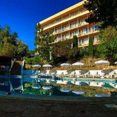 Отель Vezhen Hotel Болгария, Золотые пески - отзывы, цены и фото номеров - забронировать отель Vezhen Hotel онлайн бассейн фото 3