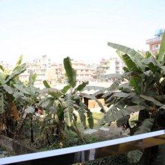 Отель Kathmandu CityHill Studio Apartment Непал, Катманду - отзывы, цены и фото номеров - забронировать отель Kathmandu CityHill Studio Apartment онлайн балкон