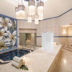 Отель La Pirogue A Sun Resort сауна