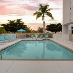 Отель Hampton Inn Suites Sarasota/Bradenton Airport бассейн
