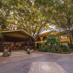 Отель Holiday Inn Guadalajara Expo парковка