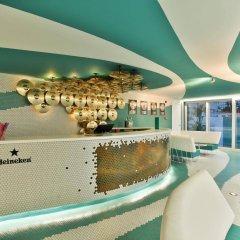 Отель Dorado Ibiza Suites - Adults Only Испания, Сант Джордин де Сес Салинес - отзывы, цены и фото номеров - забронировать отель Dorado Ibiza Suites - Adults Only онлайн гостиничный бар