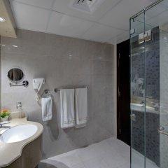 Отель Tulip Inn Sharjah ОАЭ, Шарджа - 9 отзывов об отеле, цены и фото номеров - забронировать отель Tulip Inn Sharjah онлайн ванная фото 2