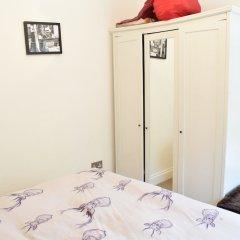 Апартаменты 2 Bedroom Top Floor Apartment in Islington сейф в номере