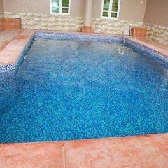 Отель Scholet Suites Нигерия, Калабар - отзывы, цены и фото номеров - забронировать отель Scholet Suites онлайн бассейн