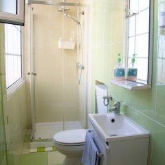 Отель Alfama 3B - Balby's Bed&Breakfast Португалия, Лиссабон - отзывы, цены и фото номеров - забронировать отель Alfama 3B - Balby's Bed&Breakfast онлайн ванная