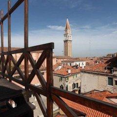 Отель Palazzo Contarini Della Porta Di Ferro Италия, Венеция - 1 отзыв об отеле, цены и фото номеров - забронировать отель Palazzo Contarini Della Porta Di Ferro онлайн балкон