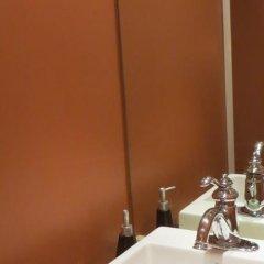 Отель Kings Corner Guest House Канада, Ванкувер - отзывы, цены и фото номеров - забронировать отель Kings Corner Guest House онлайн ванная фото 2