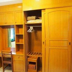 Отель Waree's Guesthouse сейф в номере