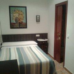 Отель Hostal Bruña Мадрид комната для гостей