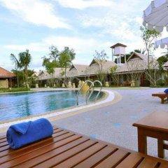 Отель Chalong Villa Resort and Spa бассейн