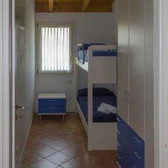 Отель Montecolo Resort Манерба-дель-Гарда сейф в номере