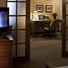 Отель Carriage House Inn Канада, Калгари - отзывы, цены и фото номеров - забронировать отель Carriage House Inn онлайн