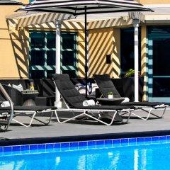 Отель Renaissance Los Angeles Airport Hotel США, Лос-Анджелес - 8 отзывов об отеле, цены и фото номеров - забронировать отель Renaissance Los Angeles Airport Hotel онлайн бассейн
