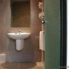 Отель Aparthotel Allada Барселона ванная фото 2