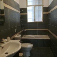 Апартаменты Kaniggos Two bedroom Big Apartment ванная