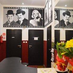 Отель B Movie Guest Rooms интерьер отеля фото 2