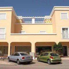 Отель Alturamar Apartamentos Кастру-Марин парковка